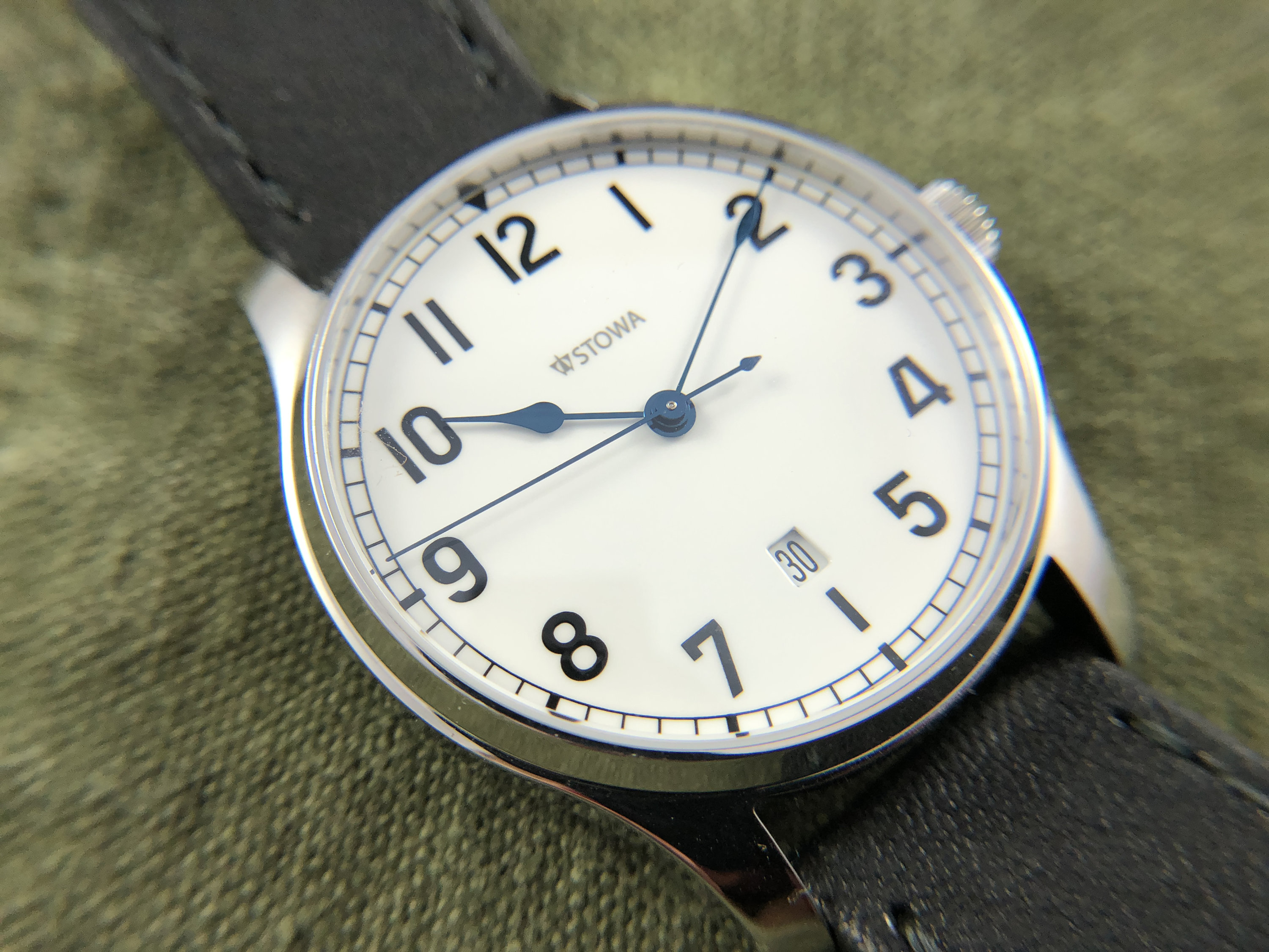 on schauer review hands stowa klassik marine leave watches